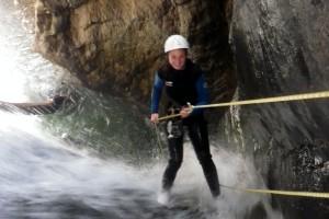 rappel dans la cascade au canyon du Canceigt