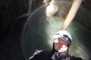 selfie au bas de la cascade 13m reflet arc en ciel